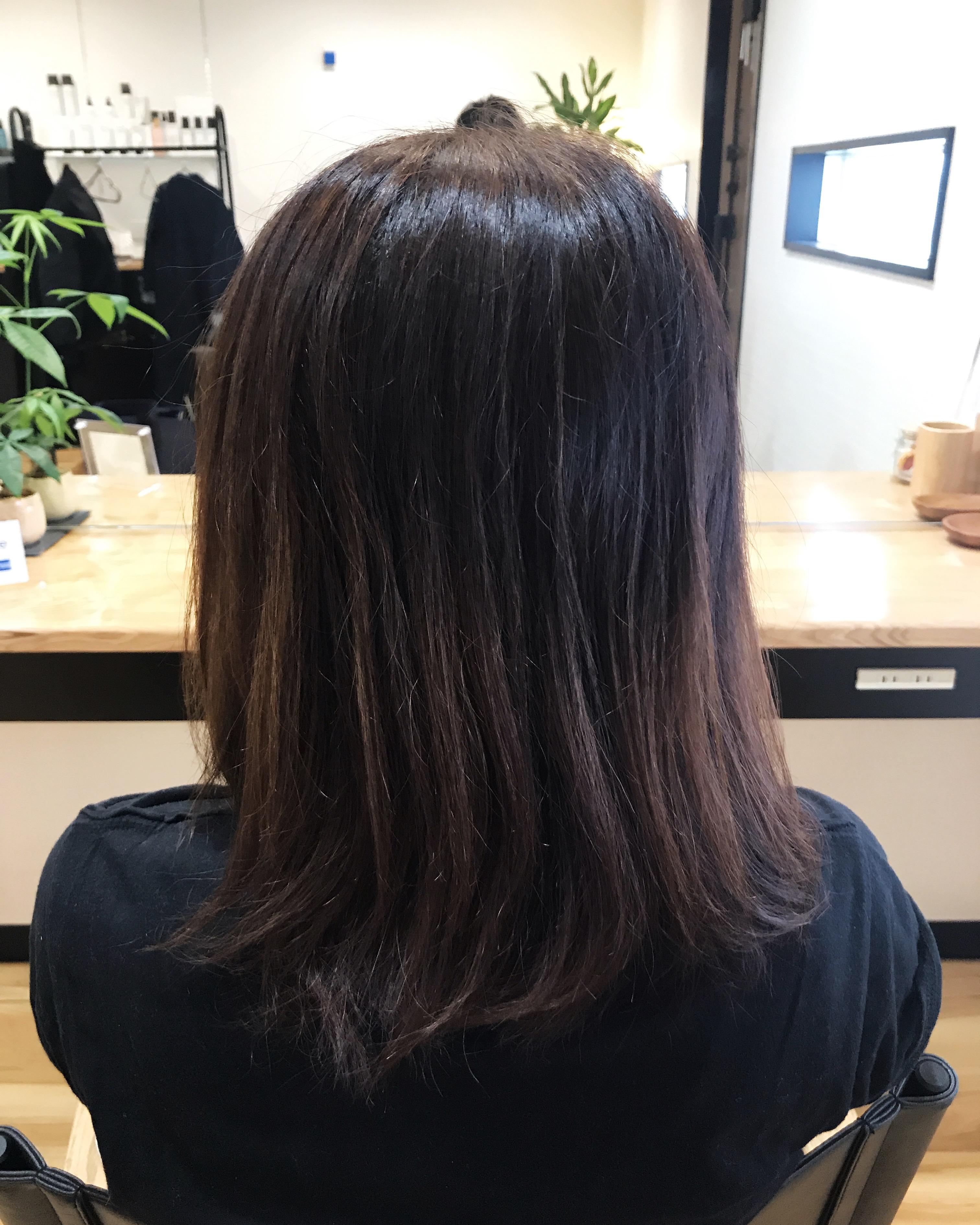 ヘアマニキュアで暗く染まりすぎて失敗した髪を明るく修正