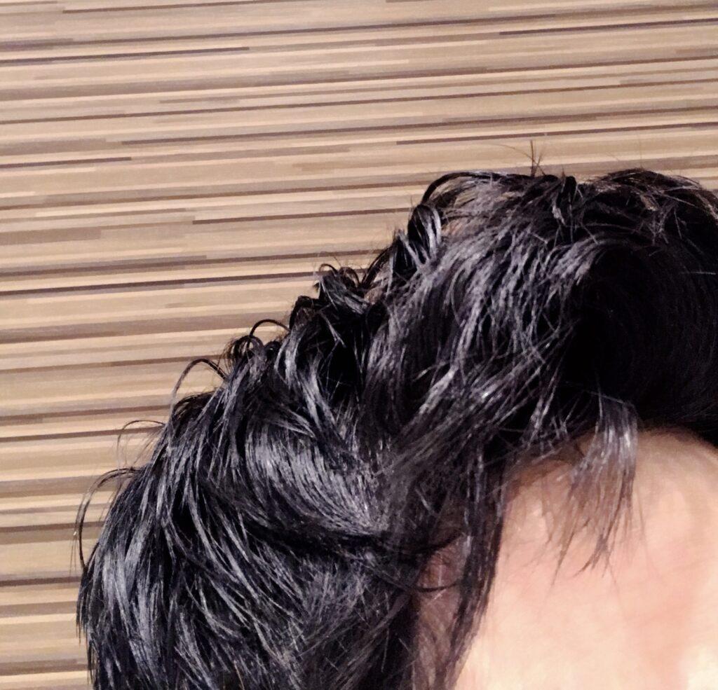 ヘナで髪を染めている状態