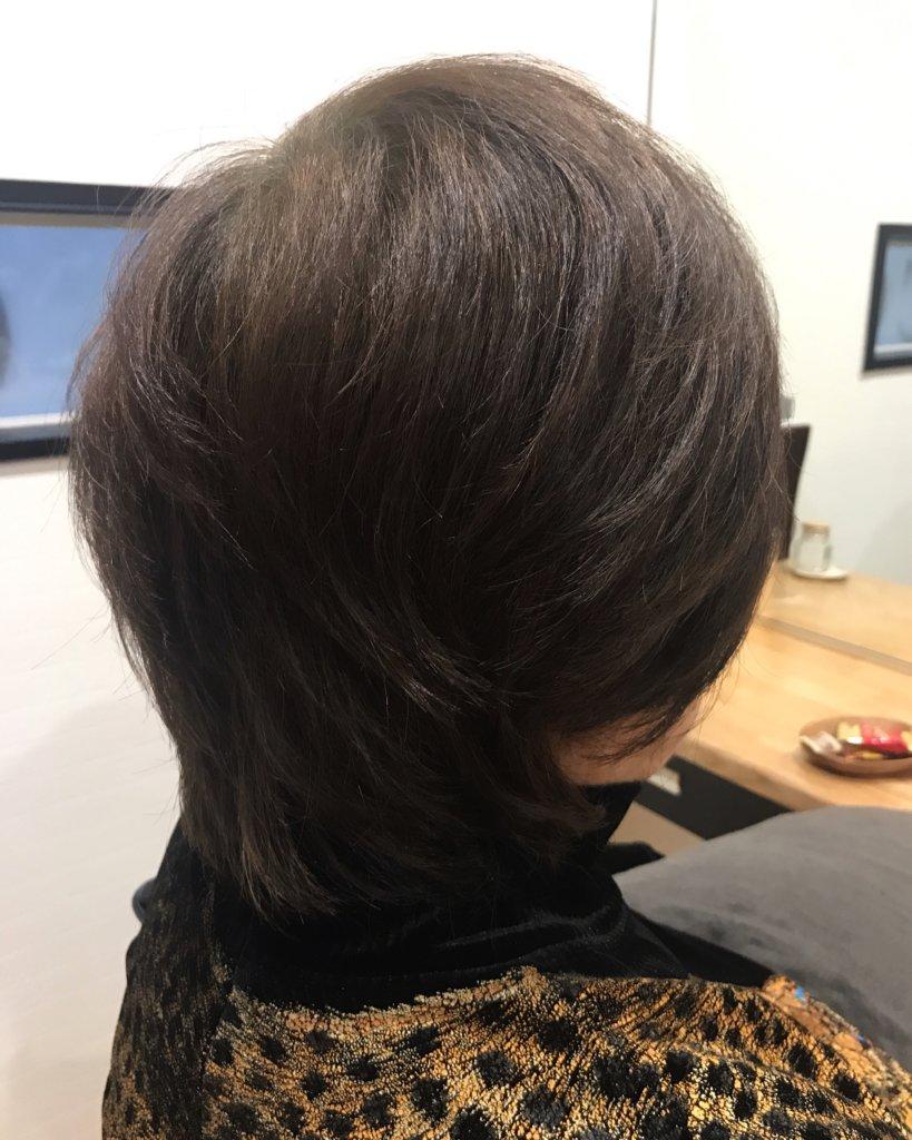 ハナヘナで明るく見える髪色を暗く落ち着いた色にトーンダウンする実例