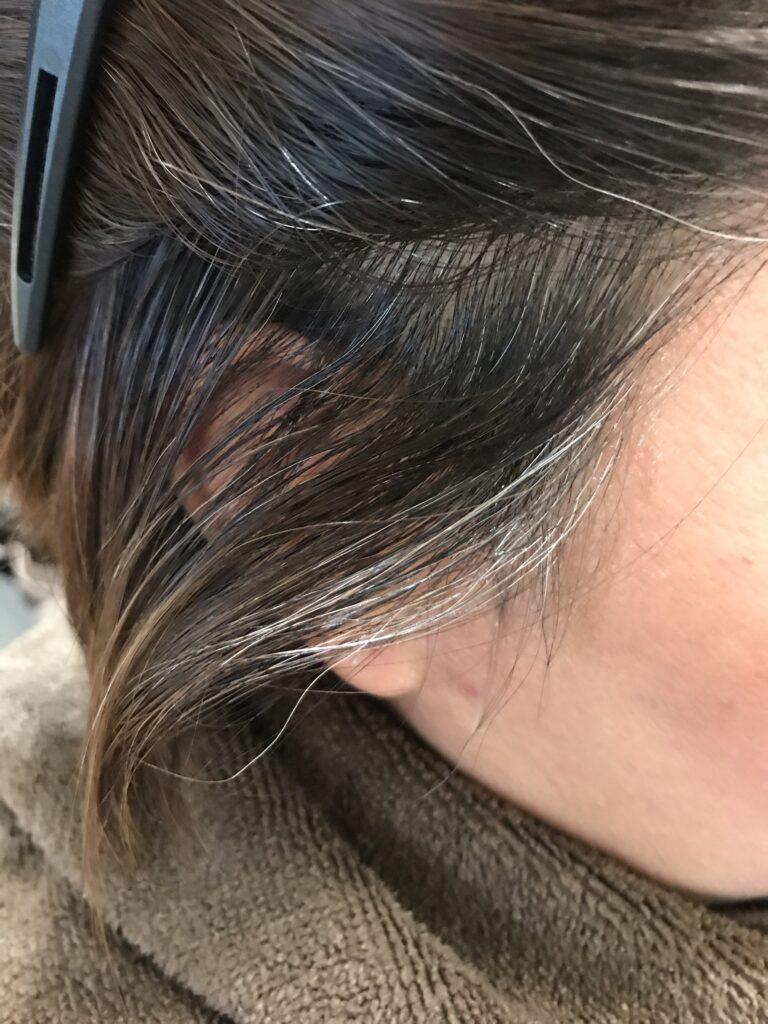 ノンジアミンカラーでもみあげ・顔まわりの白髪が染まらない?綺麗に染めるコツを公開