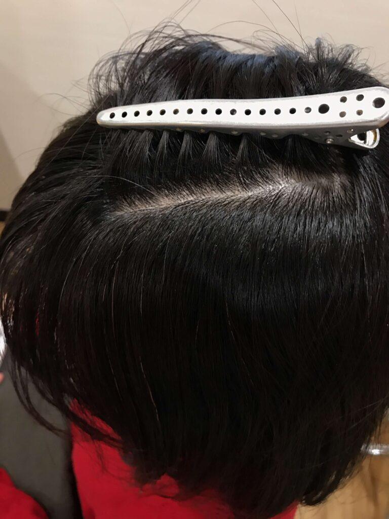 白髪がちらほらと生えてきたら白髪染めで染めるべきなの?